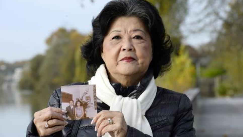 Billon Ung Boun Hor, la veuve de Ung Boun Hor, avec la photo de son mari le 13 novembre 2014 à Nogent-sur-Marne