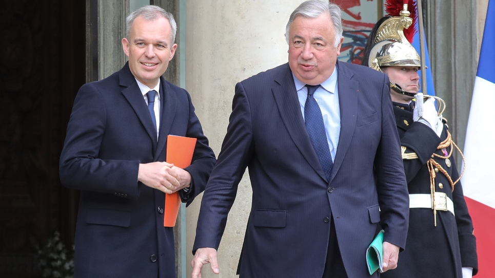 Le président de l'Assemblée nationale (à gauche) François de Rugy et le président du Sénat (à droite) Gérard Larcher à la sortie de leur rencontre à l'Elysée le 30 mars