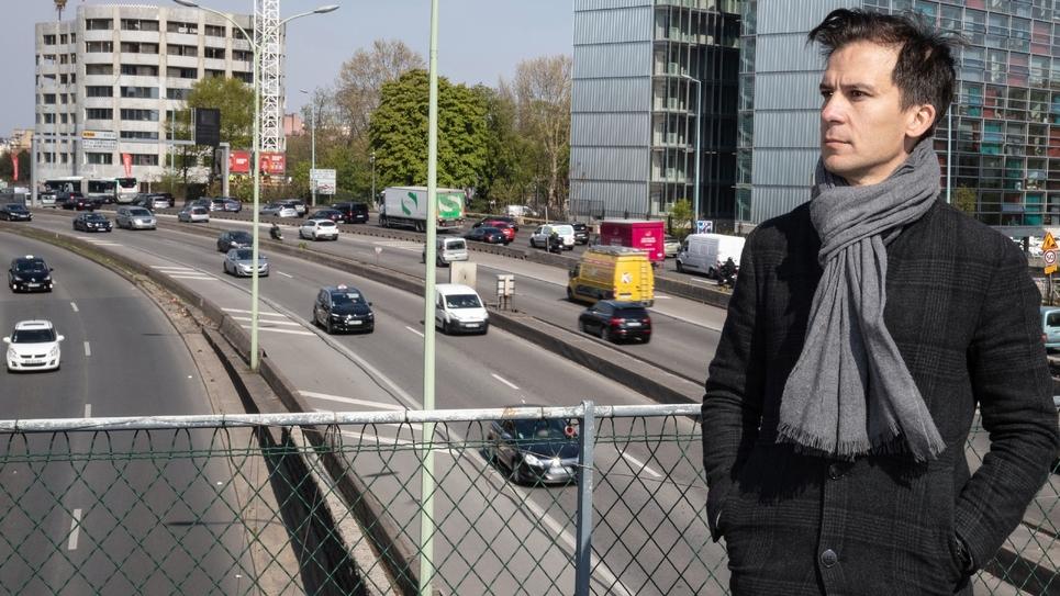 Gaspard Gantzer, ex-communicant de François Hollande et candidat aux élections municipales de Paris en 2020, le 15 avril 2019 au-dessus du périphérique parisien