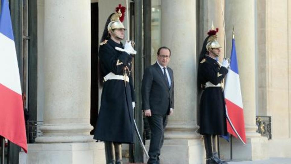 Francois Hollande le 5 mars 2015 sur le perron de l'Elysée à Paris