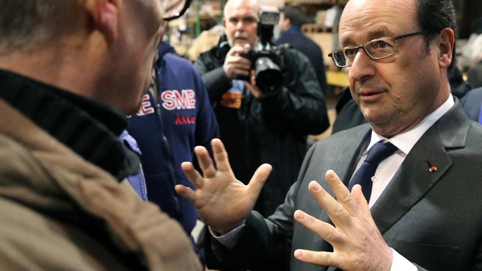 François Hollande le 19 janvier 2017 visite des ateliers métallurgiques de la Société Ardennaise d'Essieux, à Ham-les-Moines, non loin de Charleville-Mézières