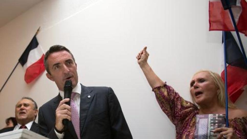 Le nouveau sénateur FN des Bouches-du-Rhône Stéphane Ravier (c), le 28 septembre 2014, après l'annonce des résultats, à Marseille