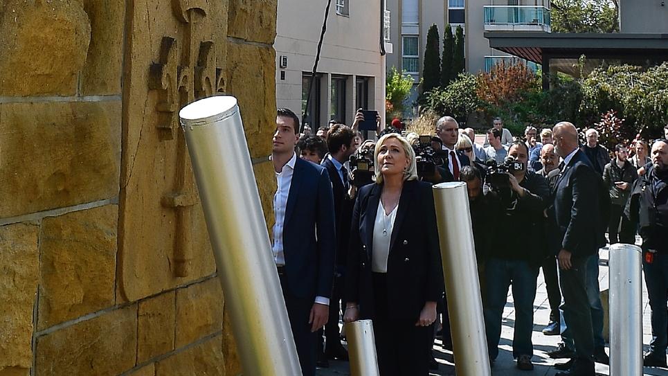 La présidente du Rassemblement national Marine Le Pen et Jordan Bardella (G), tête de liste RN aux élections européennes, à Montigny-lès-Metz, le 1er mai 2019