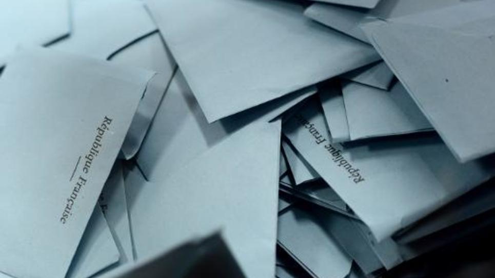 Des enveloppes contenant des bulletins de vote