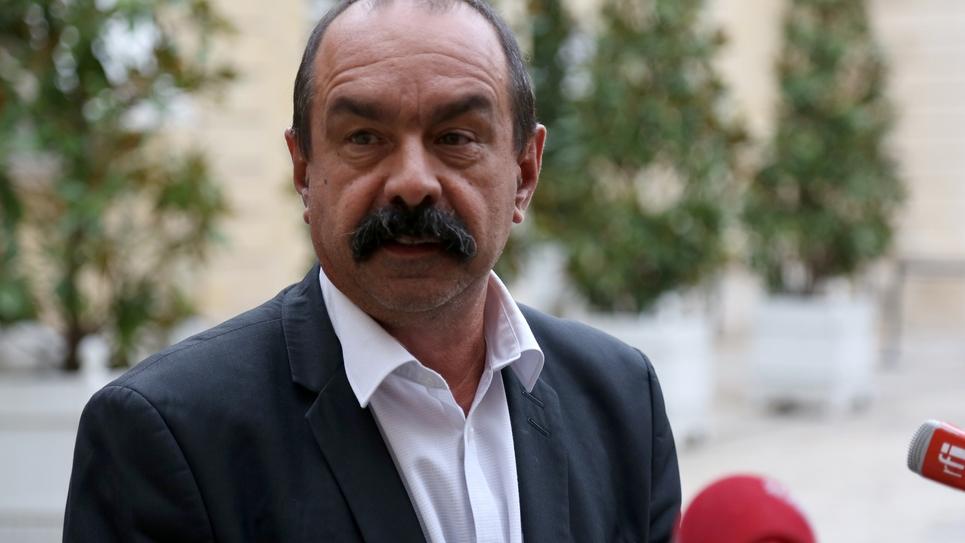 Le secrétaire général de la CGT Philippe Martinez s'adresse à la presse après son rendez-vous à Matignon le 29 août 2018