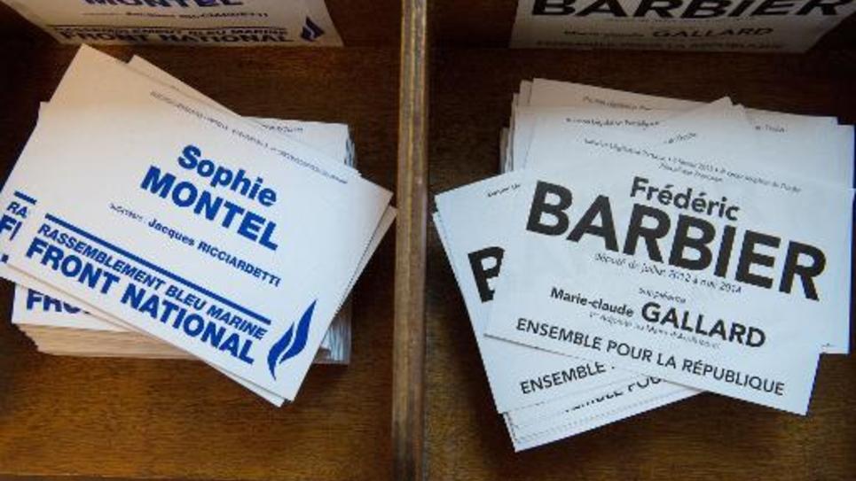 Les bulletins de vote de la législarive partielle du Doubs, le 8 février 2015 dans un bureau électoral de Pont de Roide