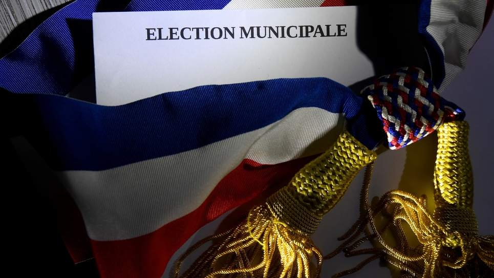 Echec de LREM, déferlante verte dans les grandes villes: les municipales, marquées par une abstention historique, ouvrent un nouveau chapitre politique pour les grands partis et Emmanuel Macron.