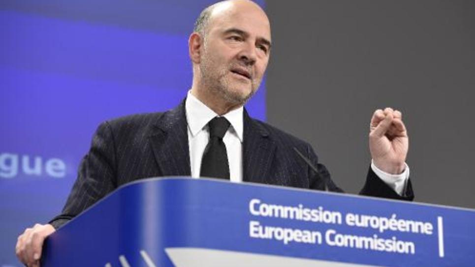 Le commissaire européen aux Affaires économiques Pierre Moscovici donne une conférence de presse le 25 février 2015 à Bruxelles