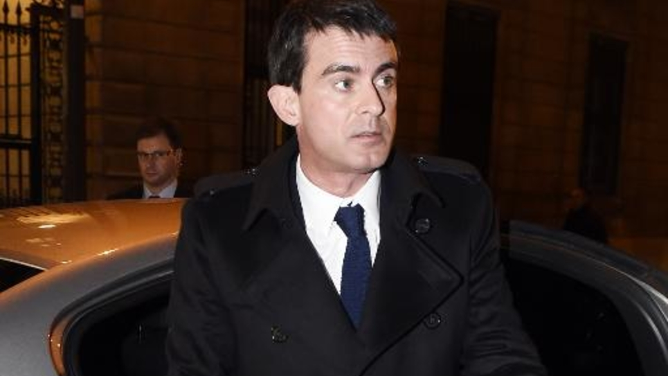 Manuel Valls arrive au siège du Parti socialiste à Paris, le 6 janvier 2015