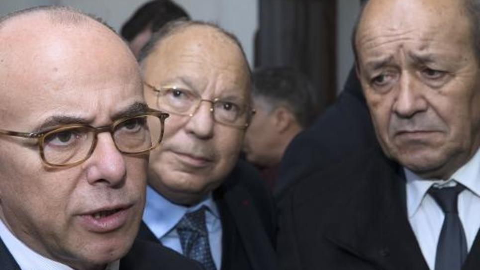 Le ministre de l'Intérieur Bernard Cazeneuve, le ministre de la Défense Jean-Yves Le Drian et le président du Conseil français du culte musulman (CFCM) Dalil Boubakeur le 16 janvier 2015