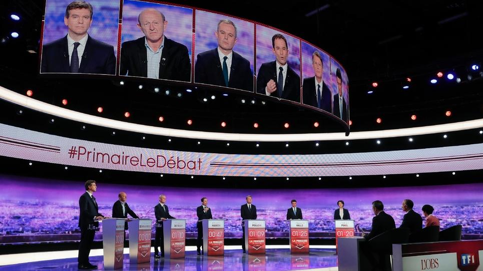 Les candidats à la primaire du PS sur le plateau TV, pour le premier débat, le 12 janvier 2017 à la Plaine-Saint-Denis