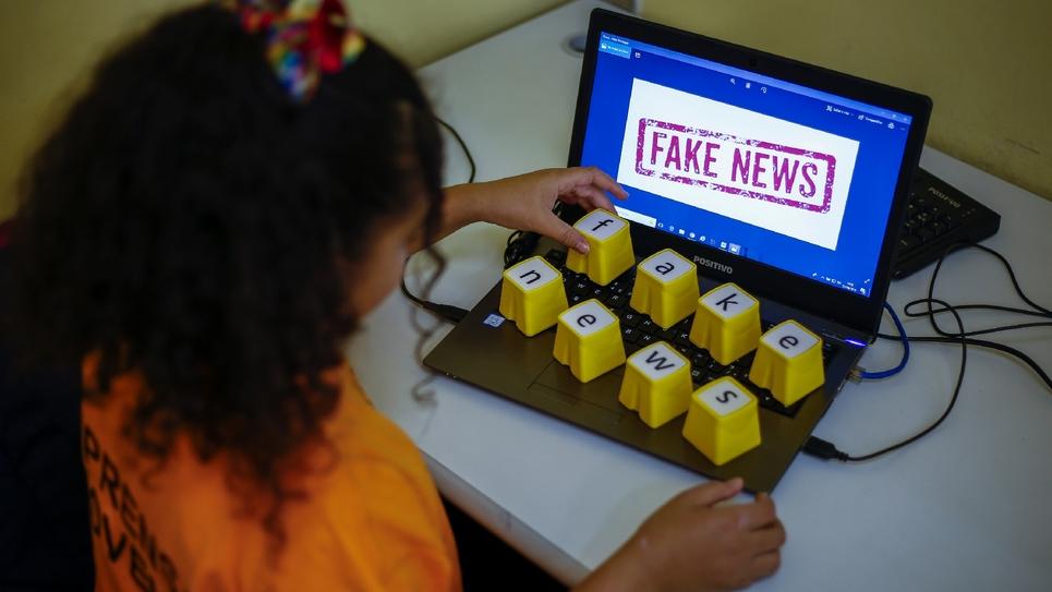 """Le Parlement a adopté mardi soir, par un ultime vote de l'Assemblée, deux propositions de loi controversées, jugées """"inefficaces"""" et """"potentiellement"""" dangereuses par les oppositions et des associations de journalistes"""
