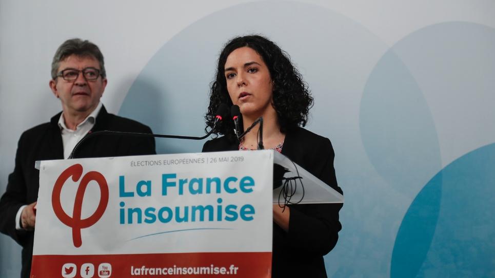 Jean-Luc Mélenchon (G) et Manon Aubry, tête de liste La France insoumise lors d'une  conférence de presse à Paris le 19 mai 2019