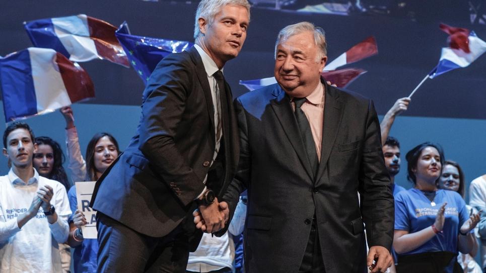 Laurent Wauquiez (g) et Gérard Larcher (d) lors d'un meeting de campagne pour les Européennes, le 15 mai 2019 à Paris