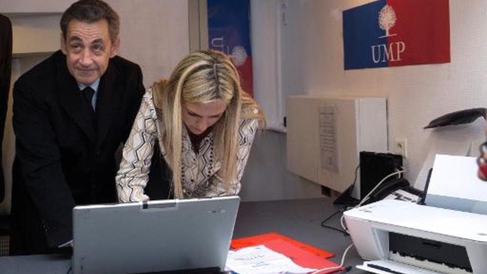 Nicolas Sarkozy vote à la permanence du parti à Paris 16e, pour la présidence de l'UMP, le 29 novembre 2014