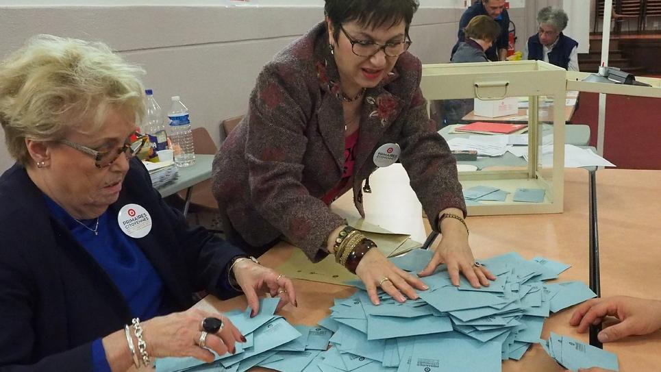 Dépouillement des votes du second tour de la primaire organisée par le PS, le 29 janvier 2017 à Perpignan