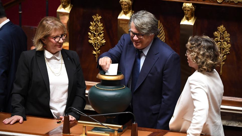 Le député Gilbert Collard (C) à l'Assemblée nationale à Paris, le 12 septembre 2018