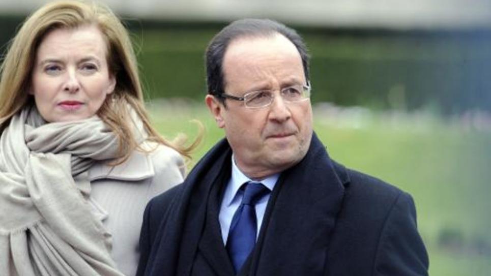 Le président François Hollande et Valérie Trierweiler le 6 avril 2013 quittant la préfecture de Corrèze à Tulle