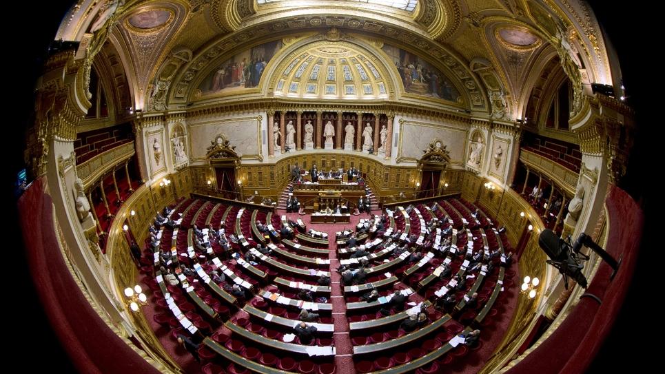 L'amendement déposé par le gouvernement au Sénat pour permettre le vote par anticipation pour l'élection présidentielle de 2022 a provoqué un tollé dans l'opposition