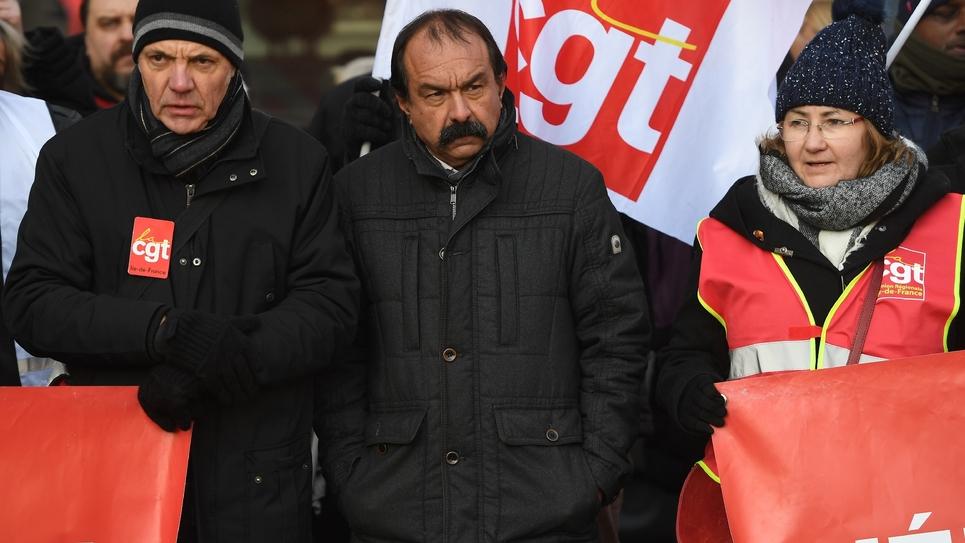 Philippe Martinez (c), secrétaire général de la CGT, lors d'une manifestation pour réclamer des hausses de salaires, le 14 décembre 2018 à Paris