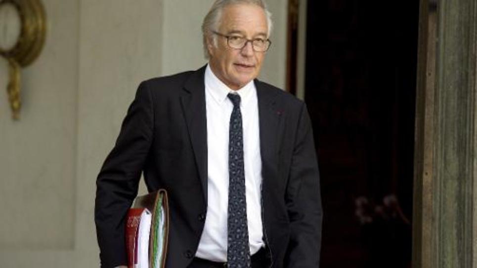 Le ministre du Travail François Rebsamen quitte l'Elysée, le 1er octobre 2014 à Paris