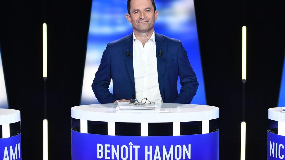 Benoît Hamon avant le débat télévisé entre les candidats aux européennes, le 23 mai 2019 sur le plateau de BFMTV à La Plaine-Saint-Denis, près de Paris