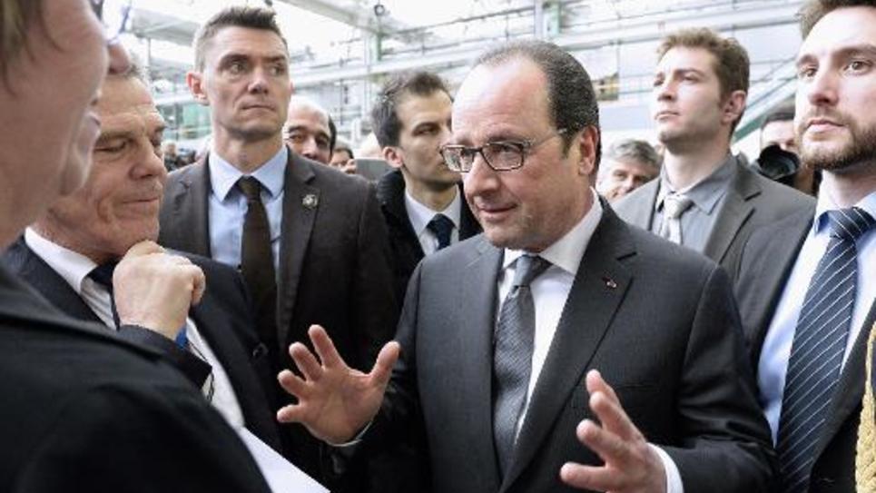 Francois Hollande lors d'une visite à Dassault Aviation à Merignac le 4 mars 2015