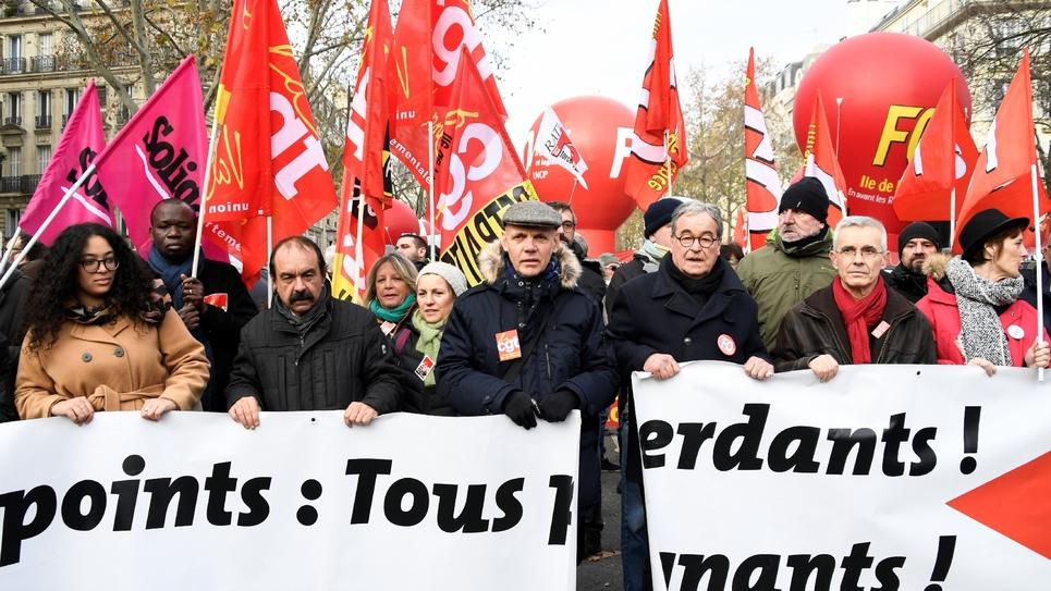 Le leader de la CGT Philippe Martinez (2e en partant de la gauche) et le secrétaire général de Force ouvrière Yves Veyrier (2e en partant de la droite), en tête ed la manifestation du 10 décembre 2019 à Paris