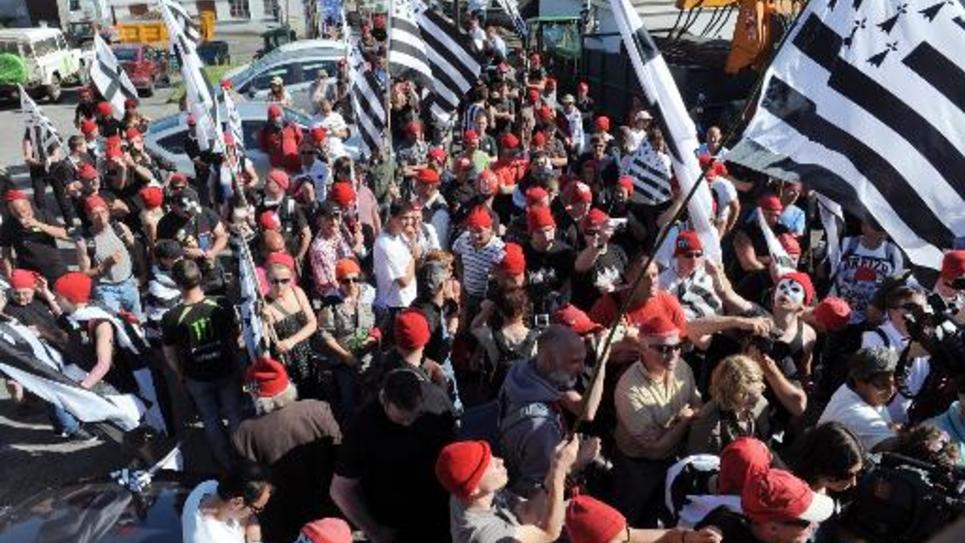 """Des membres des """"Bonnets rouges"""" manifestent, le 14 juin 2014 à Morlaix"""