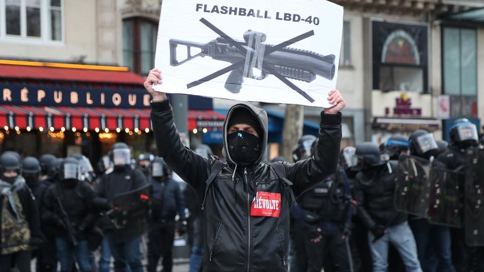 """Manifestation de """"gilets jaunes"""" contre les violences policières, à Paris, le 2 février 2019"""