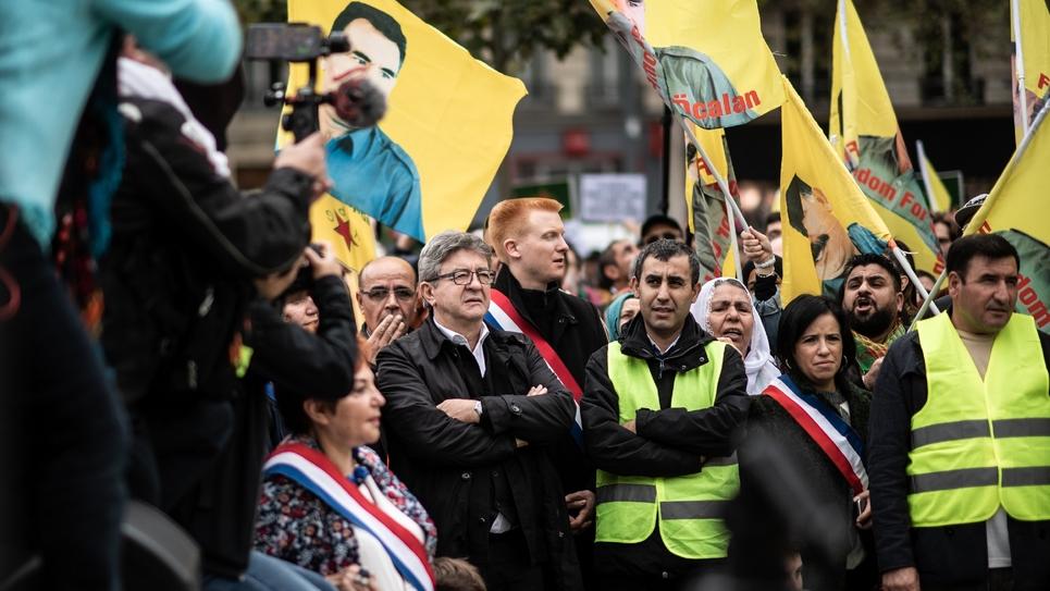 Le député Jean-Luc Mélenchon (LFI) en compagnie d'autres parlementaires, lors de la manifestation en soutien aux Kurdes de Syrie, samedi à Paris