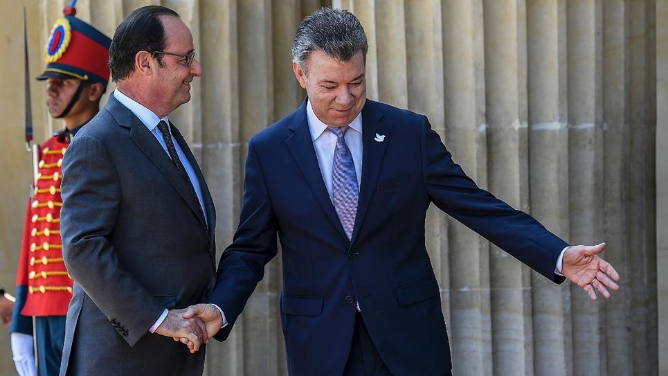 Francois Hollande reçu par le président colombien Juan Manuel Santos, à Bogota le 23 janvier 2017