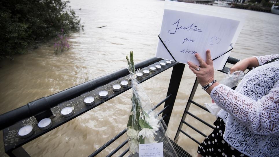 """Des fleurs, des bougies et un message """"Justice pour Steve"""", le 30 juillet 2019 à Nantes au lendemain de la découverte du corps du jeune homme"""