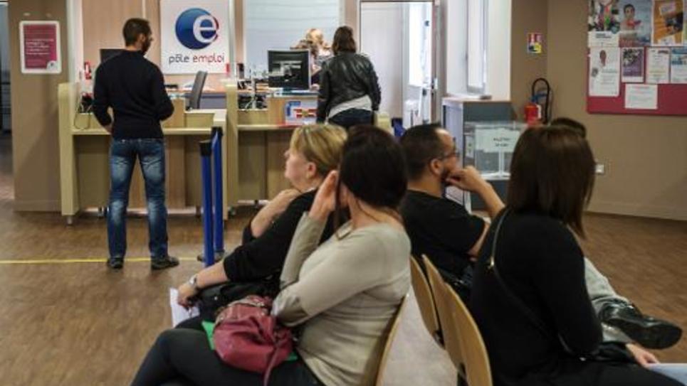 Attente dans une agence de Pôle emploi le 27 août 2014 à Armentières