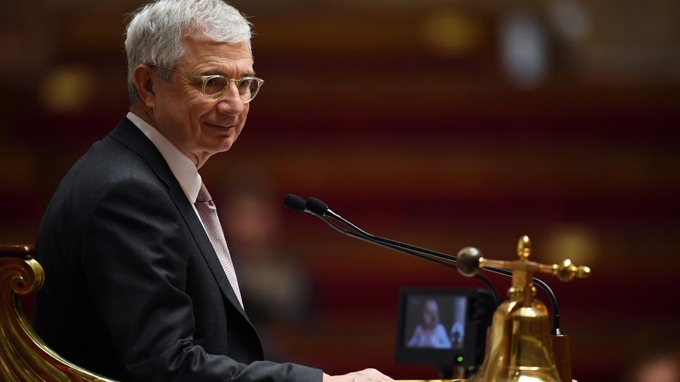 """Le président de l'Assemblée nationale Claude Bartolone (PS) au """"perchoir"""", durant une séance de questions au gouvernement, le 7 décembre 2016 à Paris"""