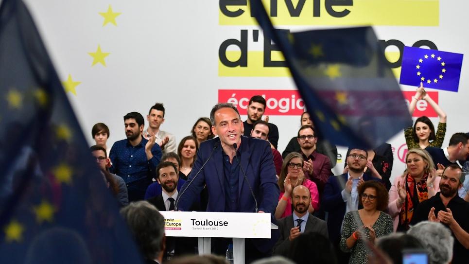 La tête de liste du PS et de Place publique pour les Européennes Raphael Glucksmann, lors de son premier grand meeting à Toulouse le 6 avril 2019
