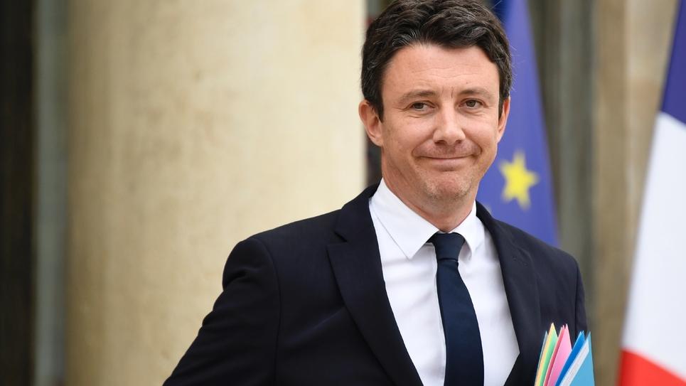 Le porte-parole du gouvernement Benjamin Griveaux quitte le palais de l'Elysée après le Conseil des ministres le 11 juillet 2018 à Paris