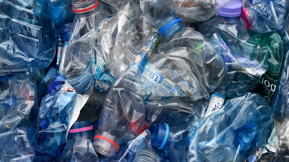 Bouteilles en plastique sur le site de recyclage de Bourg-Blanc (Finistère), le 29 mai 2018