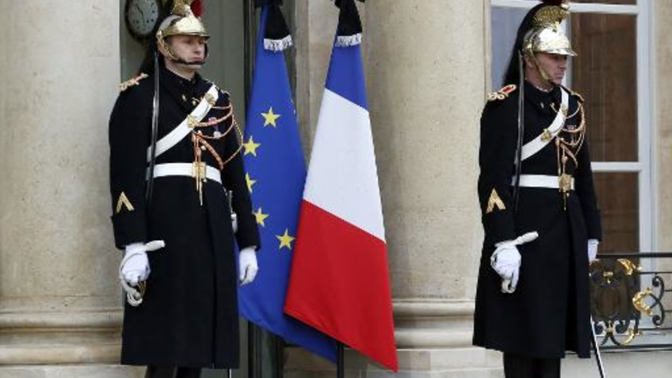 Drapeaux en berne le 8 janvier 2015 à l'Elysée à Paris