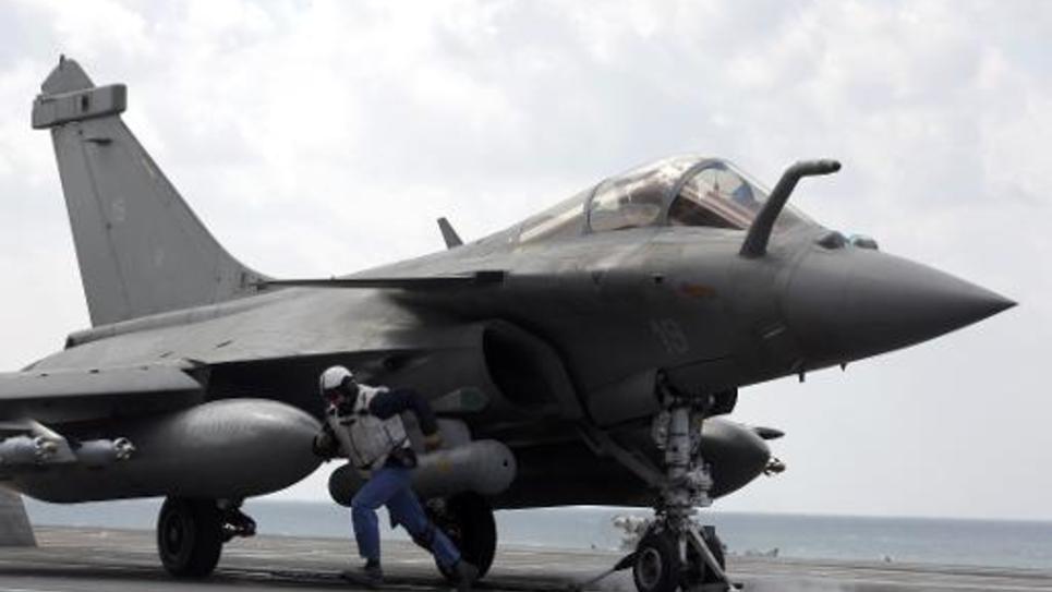 Un Rafale sur le pont du porte-avions Charles de Gaulle le 23 février 2015 dans le Golfe entre entre l'Arabie saoudite et l'Iran