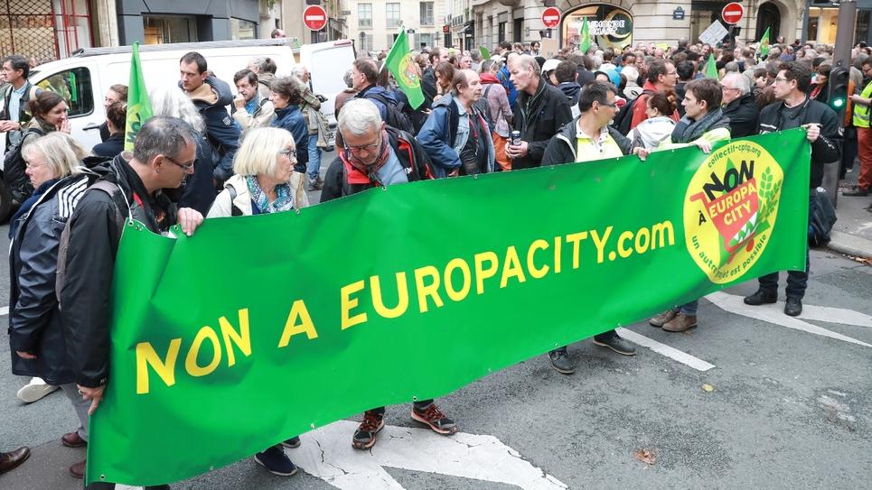 Les opposants au projet Europacity à leur arrivée près de Matignon à Paris le 5 octobre 2019