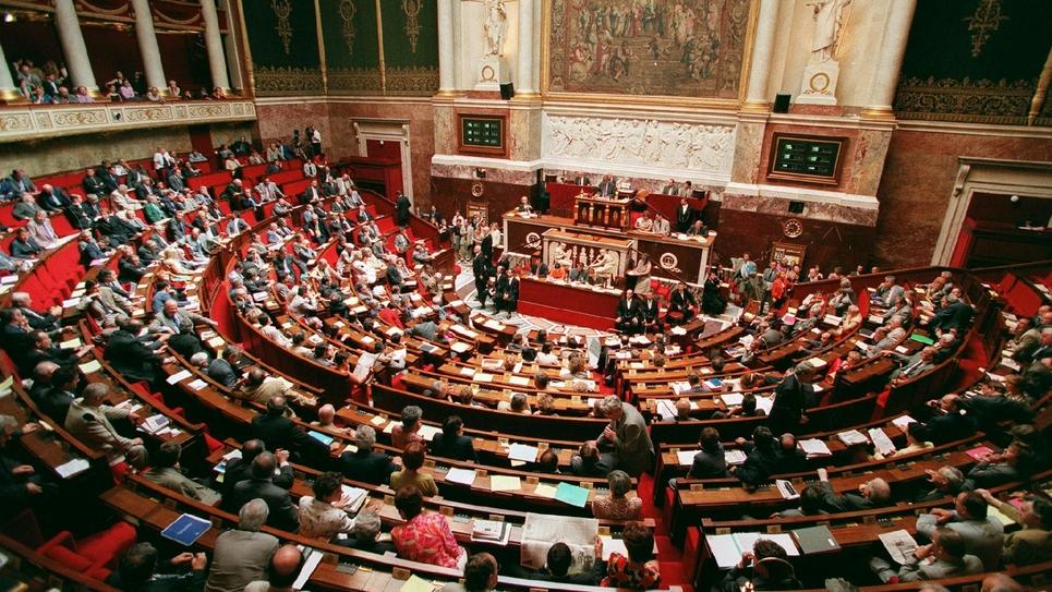 """Donner des jours de congé à des collègues s'occupant de personnes âgées ou handicapées: l'Assemblée nationale unanime a voté jeudi cette possibilité en faveur des """"aidants"""""""