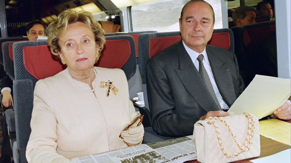 Jacques et Bernadette Chirac, le 14 mai 1996, dans un Eurostar à destination de Londres