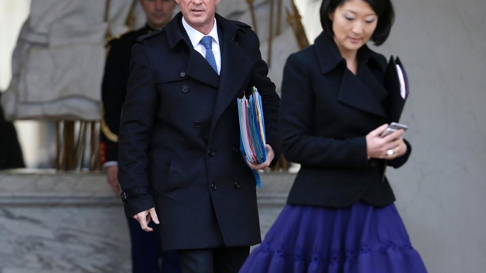 Fleur Pellerin (d) et Manuel Valls, le 27 janvier 2016 sur le perron de l'Elysée à Paris