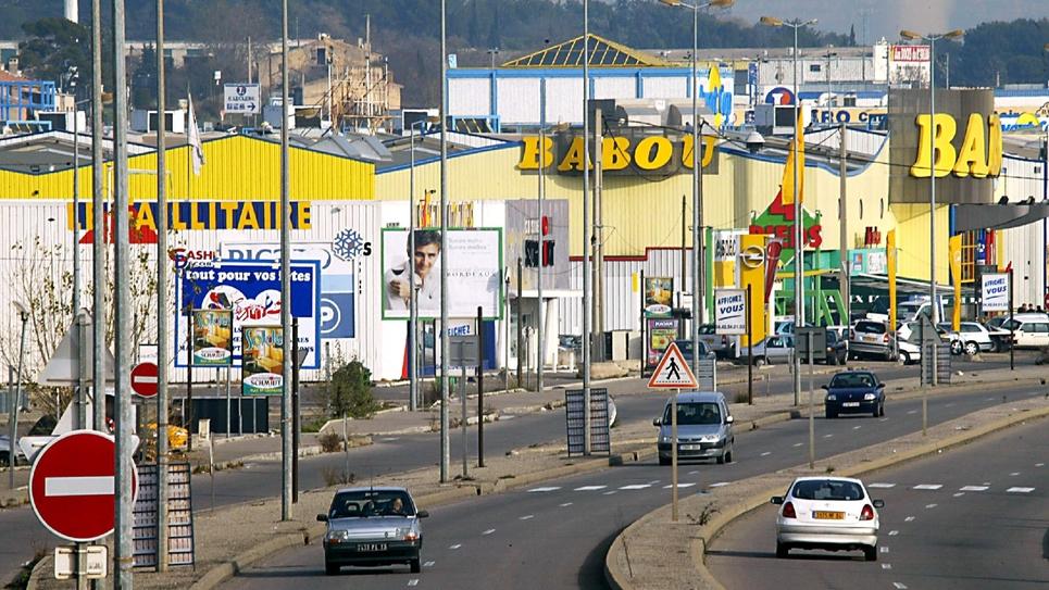 Zone commerciale de Plan-de-Campagne (Bouches-du-Rhône) le 6 janvier 2004