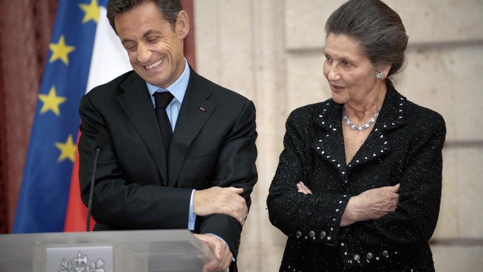 Nicolas Sarkozy, alors président, au côté de Simone Veil lors d'une cérémonie à l'Elysée le 29 avril 2009