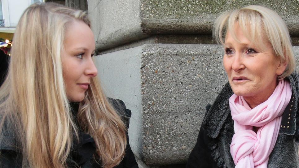 Yann Le Pen (D) et sa fille Marion Maréchal, le 14 février 2010 à Paris