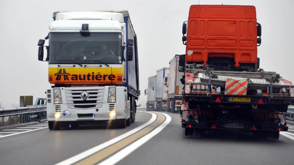 Les transporteurs routiers ont dit qu'ils ne voulaient pas être associés au mouvement des gilets jaunes, malgré la participation de certains camionneurs
