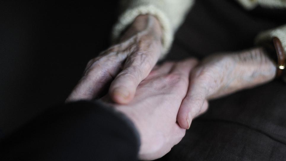"""Le Premier ministre Édouard Philippe a appelé samedi à """"sortir de l'isolement"""" les aidants familiaux, ces personnes au chevet d'unproche malade, âgé ou handicapé,méconnus de la société"""