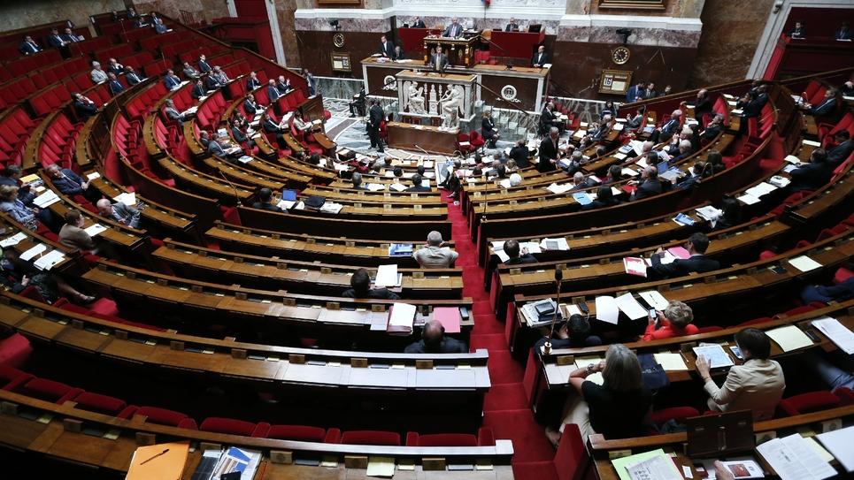 Les bancs de l'Assemblée nationale en partie désertés, à Paris le 16 juillet 2012